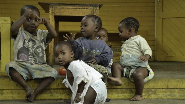 En una guardería conviven los hijos de las jóvenes madres
